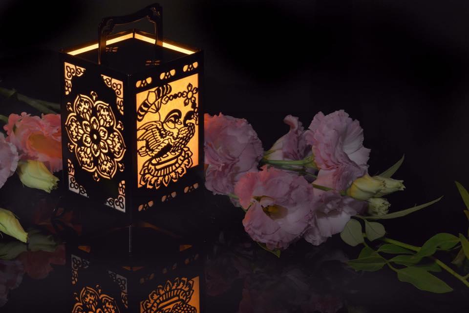 華里行燈 「華鳥花(かちょうばな)」